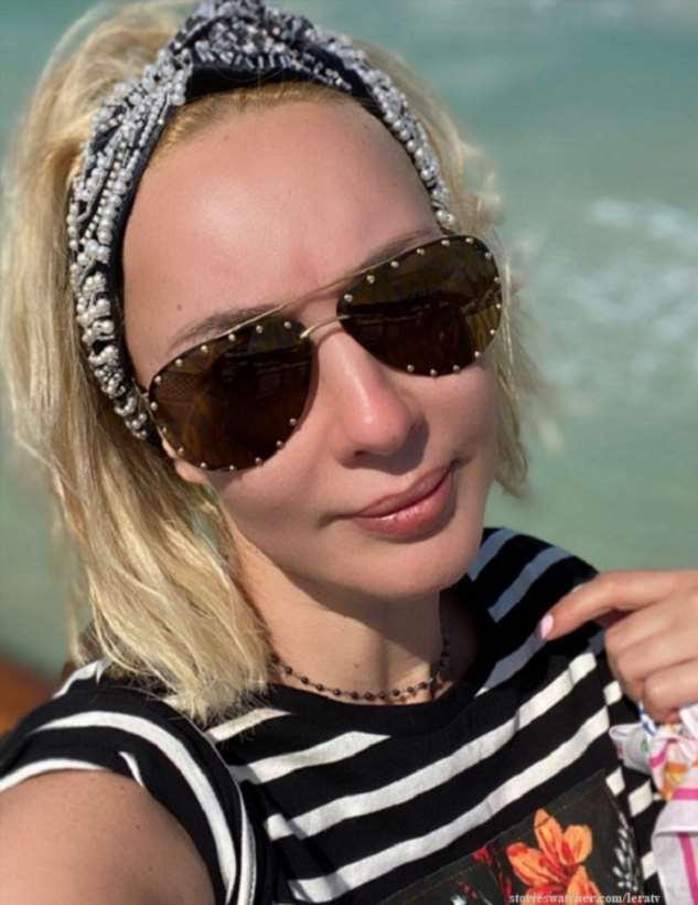 Лера Кудрявцева впервые опубликовала фото в купальнике после удаления имплантов