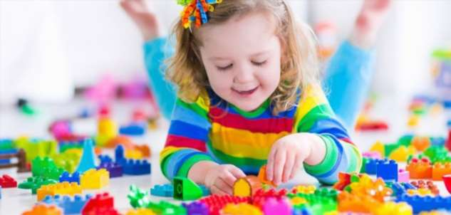 Чрезмерное количество игрушек приводит к нарушению развития внимания у детей