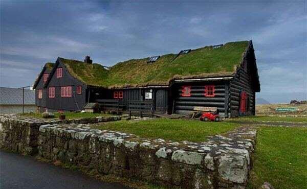 Деревянный жилой дом, которому 920 лет, и другие необычности Фарерских островов