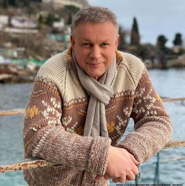 Сергея Жигунова подозревают в романе с копией Анастасии Заворотнюк