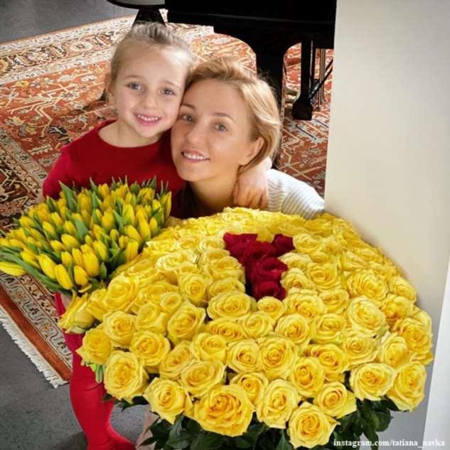 Дочь Татьяны Навки открыла показ Юдашкина в наряде принцессы