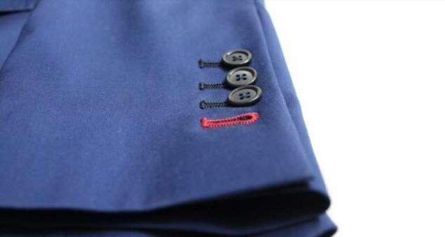 Как должны располагаться пуговицы на рукавах пиджака