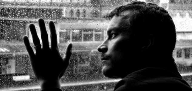 Люди, пытавшиеся совершить суицид, могут помочь другим справиться с этой проблемой