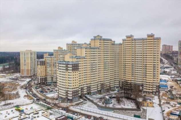 Врагу не сдается: ЖК в Одинцово не смогла выкупить дом с участком и построила высотку вокруг него