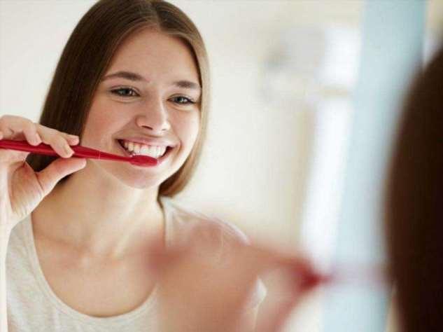 Любители не чистить зубы чаще болеют раком