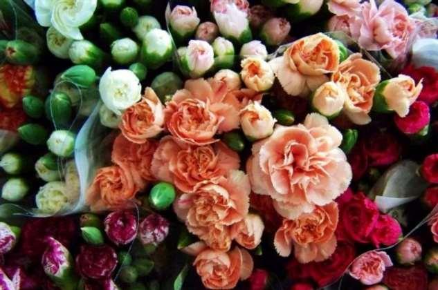 Какие цветы лучше покупать, чтобы они долго стояли в букете