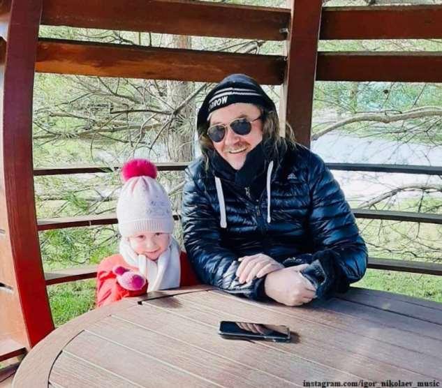 Игорь Николаев показал, как проводит время с 4-летней дочкой на карантине