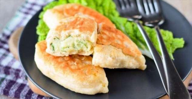 Пышные и румяные пирожки с картошкой и укропом: готовятся на сковороде