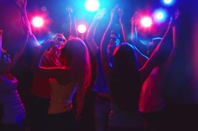 Порядочная девушка впервые попала в ночной клуб