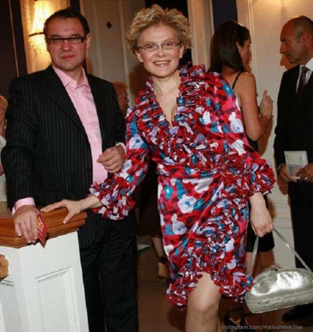 Елена Малышева носит копии брендовых нарядов