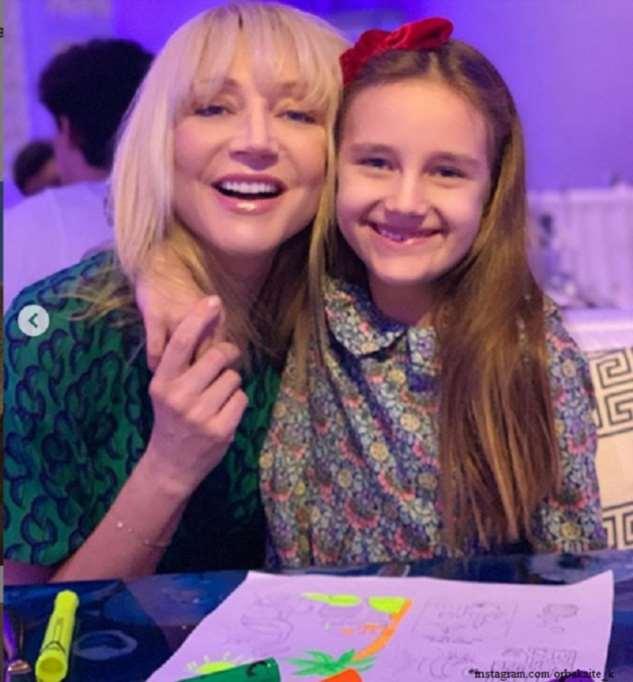 Кристина Орбакайте спела дуэтом с дочерью свой старый хит
