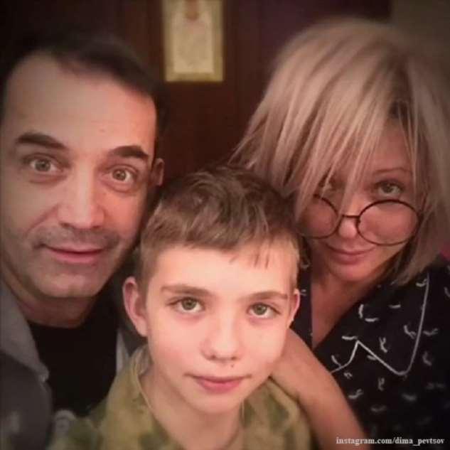 Ольга Дроздова под аккомпанемент 12-летнего сына прочитала стихи Высоцкого