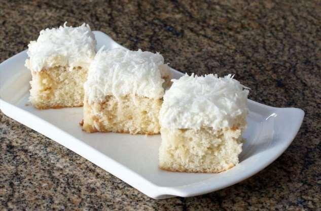 Тающий во рту сливочно-кокосовый пирог: всё смешиваем и ставим в духовку на полчаса