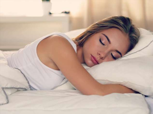 Почему сон на левом боку полезнее, чем на правом