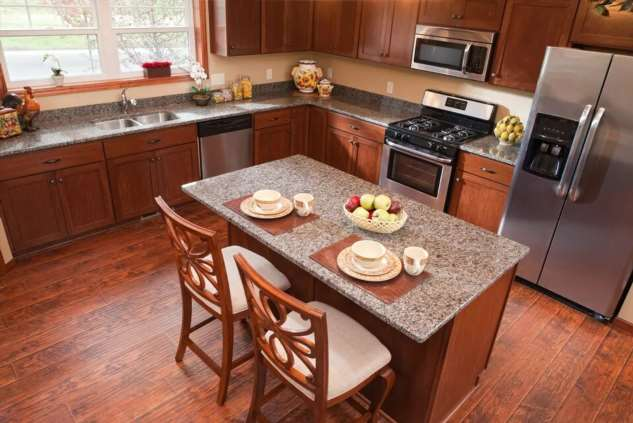 Ламинат на кухне: за и против
