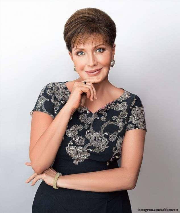 Елена Проклова рассказала о бывшем муже и младшей дочери