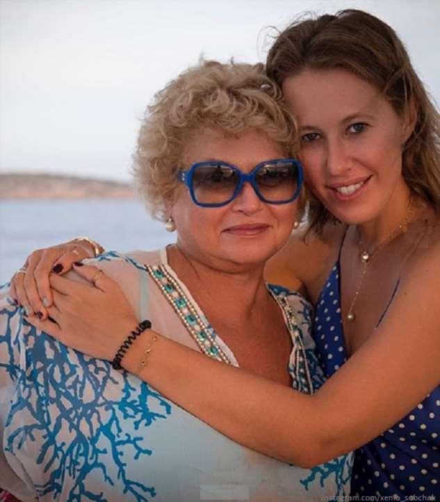 Сын Ксении Собчак поздравил бабушку стихами с днем рождения
