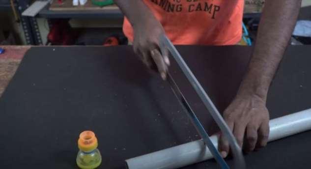Как превратить ненужную пластиковую канистру в полезную на даче лейку