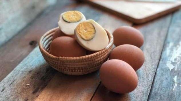 Когда яйца сварены вкрутую и на желтке появился зеленый обод: можно ли такие есть