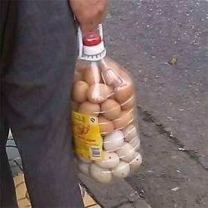 Зато не разобьются. Долго не могла понять, как люди складывают яйца в бутылки