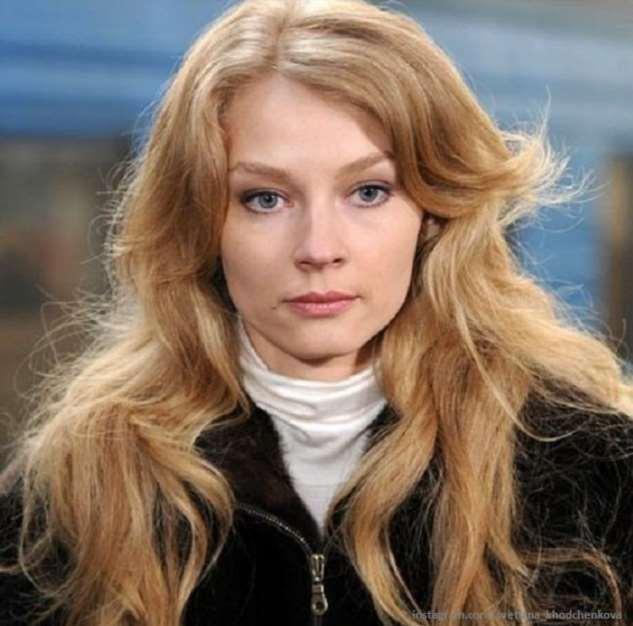 Светлана Ходченкова показала, как сохраняет фигуру на самоизоляции