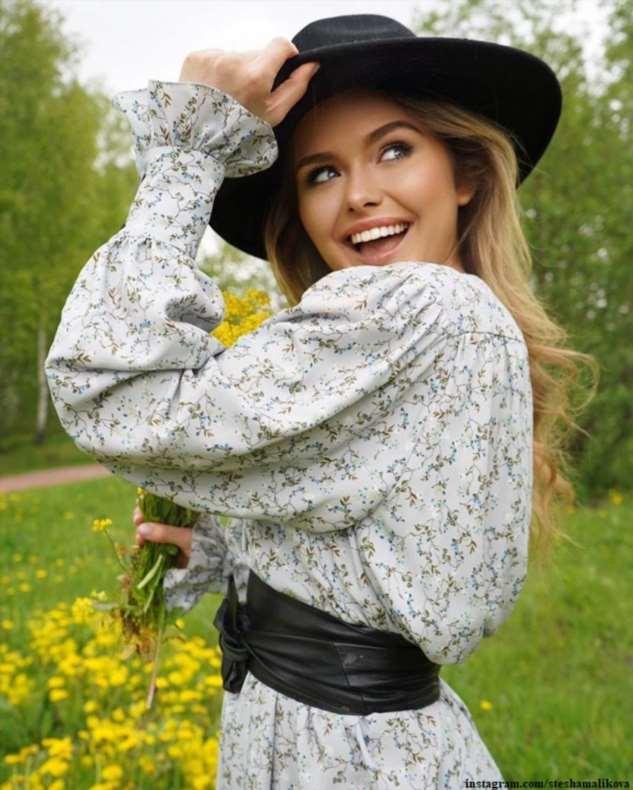 Стефания Маликова с подругами из МГИМО выпустила свой бренд одежды