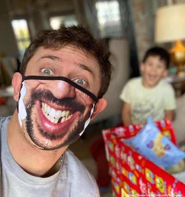 Павел Прилучный устроил пенную вечеринку с детьми