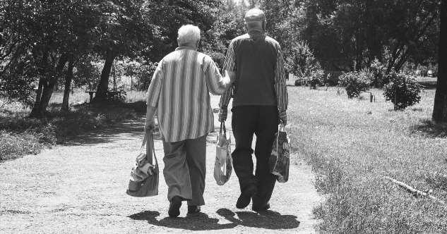 Что будет в старости с парами, которые не планируют детей?