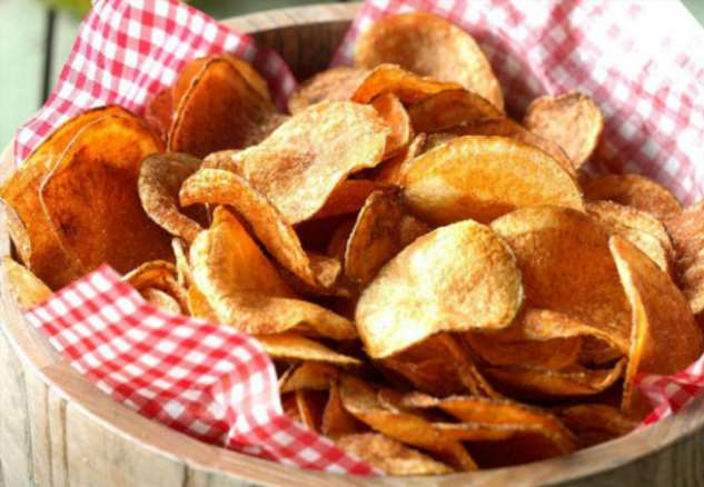 Чипсы из микроволновки за 3 минуты: режем картошку и делаем 4 вкуса