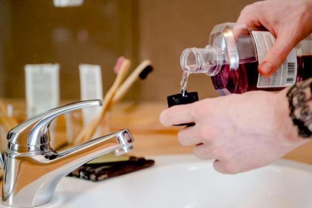 Ополаскиватели для рта могут снизить риск передачи коронавируса
