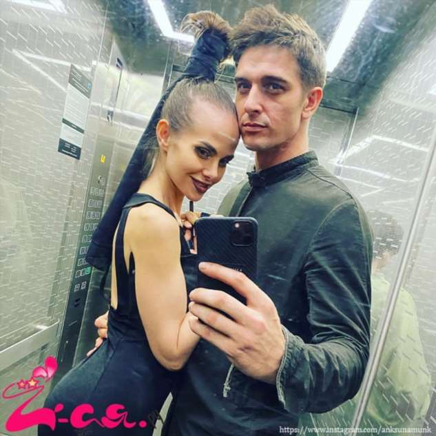 Жена Станислава Бондаренко поделилась пикантными фото в купальнике