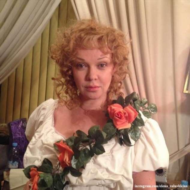 «Озорная девчонка!»: Елена Валюшкина восхитила зажигательными танцами в мини-шортах