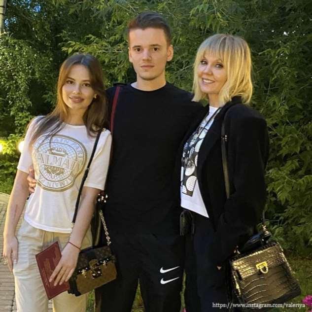 Певица Валерия женила своего младшего сына
