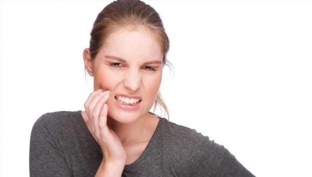 Плохие зубы влияют на появление болей в спине, голове и проблем с осанкой