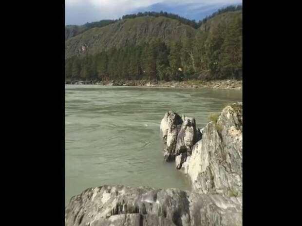 Туристка сняла на Алтае место гибели за минуты до смерти