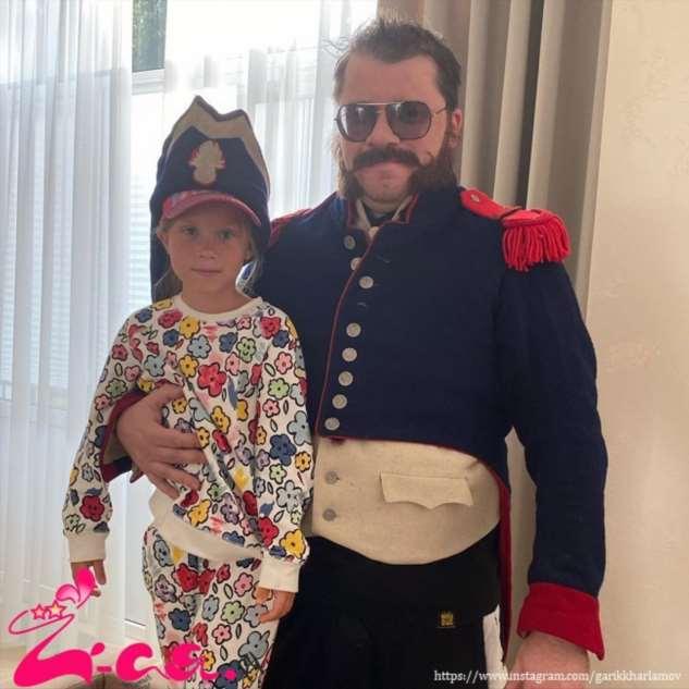 Гарик Харламов отвел дочь-первоклашку в школу первого сентября