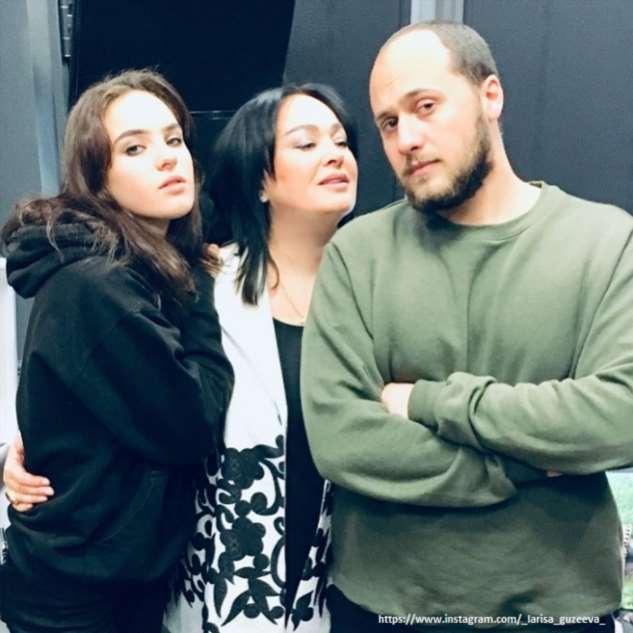 Лариса Гузеева показала дочь и невестку в честь семейного праздника