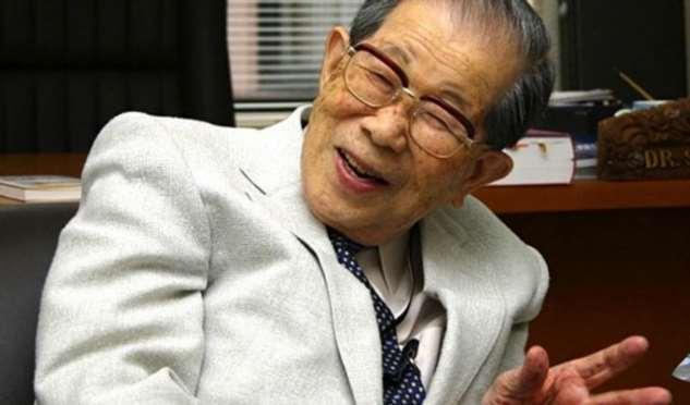 Жить долго и счастливо: советы 105-летнего японского врача, работавшего до самой смерти