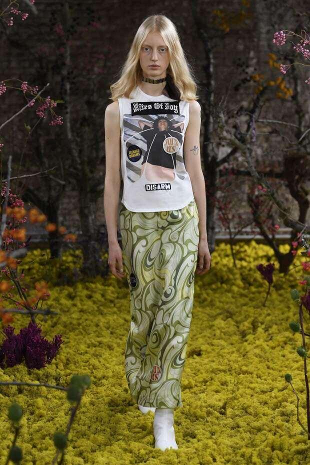 Raf Simons показал первую женскую коллекцию весна-лето 2021